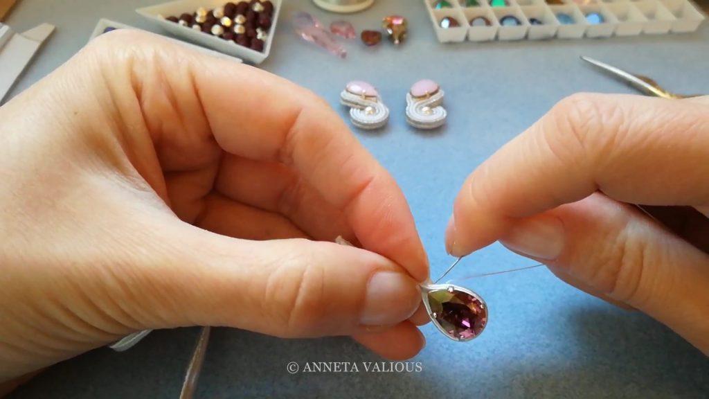 Сутажная оправа кристаллов